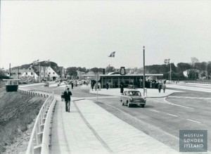 Bilkøer ved grænseovergangen i Kruså Anonymt foto. Museum Sønderjylland
